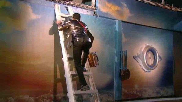 Rahul Mahajan jumping the wall to enter Bigg Boss House