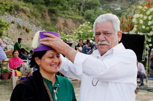 Composer-filmmaker Fauzia Arshi and Om Puri on the sets of Hogaya Dimaagh Ka Dahi