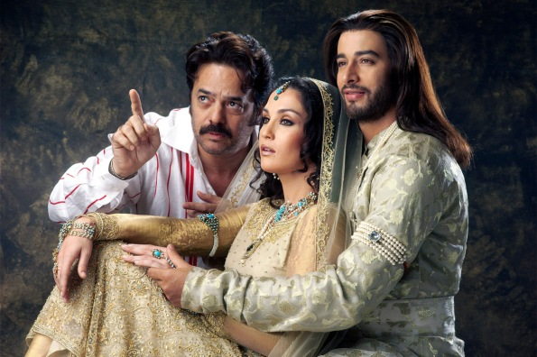 A file pic of filmmaker Akbar Khan with the lead cast of Taj Mahal - An Eternal Love Story.