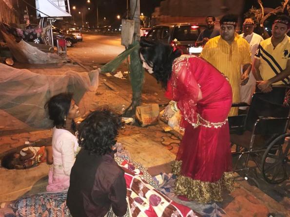 radhe-maa-distributing-blankets-pic-2