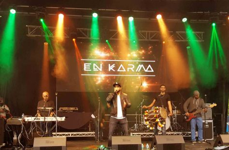 en-karma-during-a-live-stage-performance