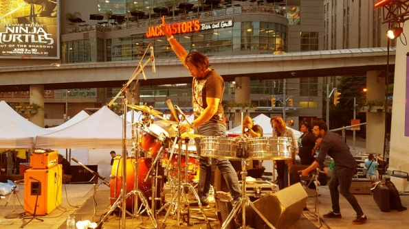 pip-dhaliwal-checking-the-beat-on-the-drums-before-an-en-karma-live-stage-performance