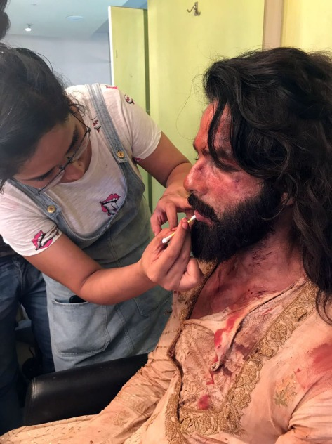 Preetisheel Singh working on Shahid Kapoor's look on the sets of Padmaavat. Pic 1.