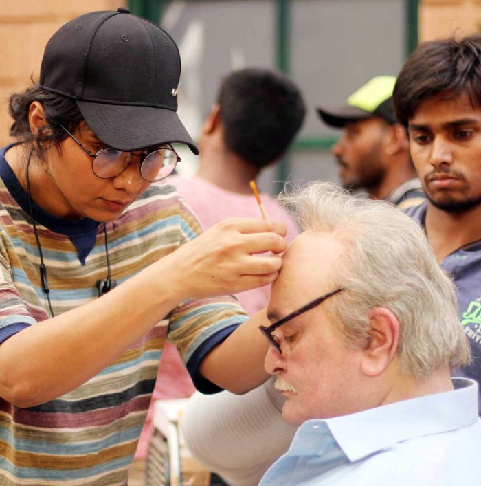 Preetisheel Singh working on Rishi Kapoor's look on the sets of 102 Not Out. - Pic 4