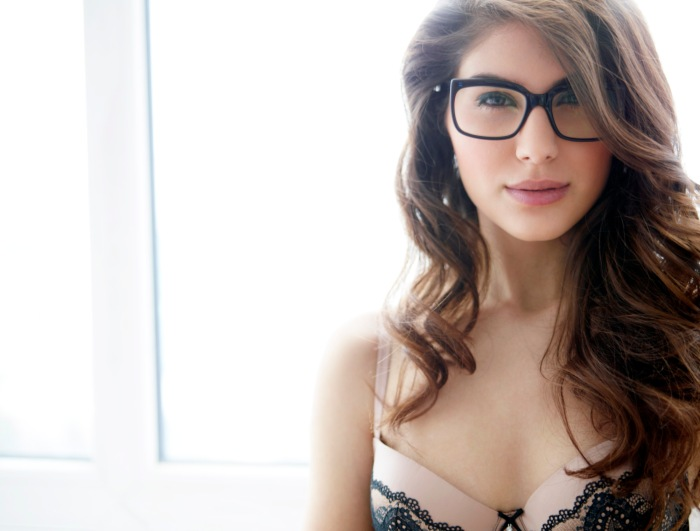 Elnaaz Norouzi. Pic 1.