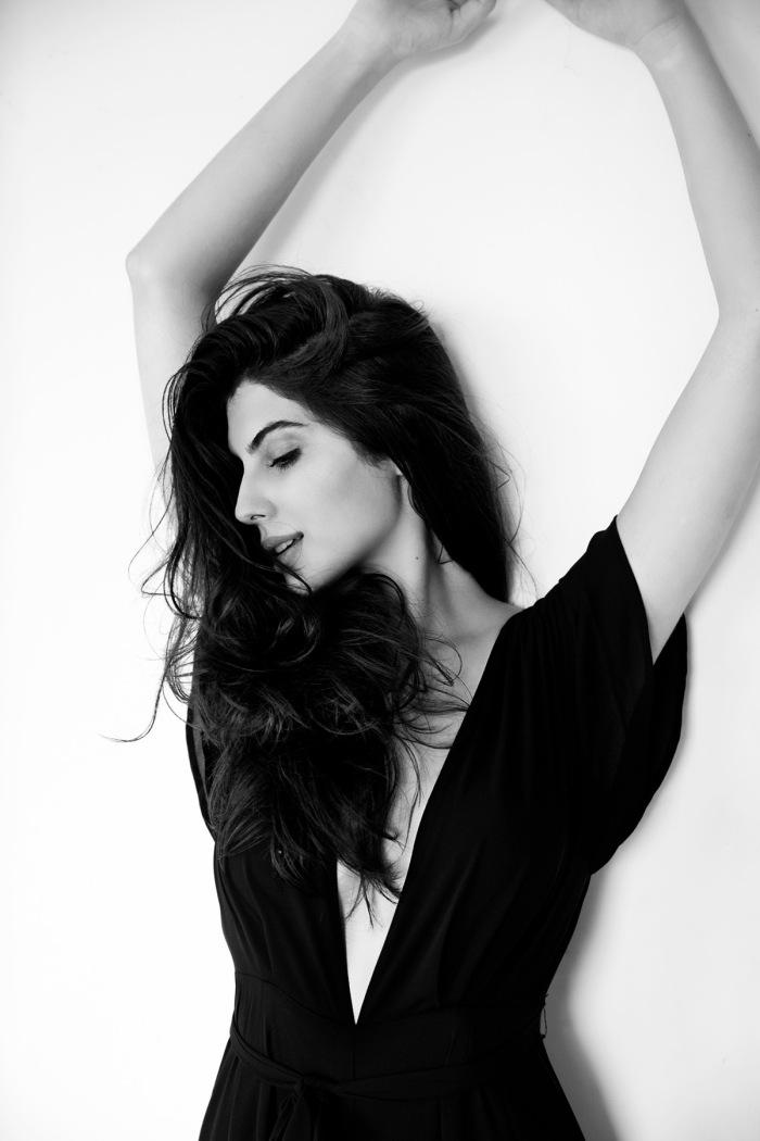 Elnaaz Norouzi. Pic 4.